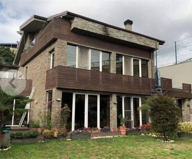 Çağla Şıkel Balmumcu'daki 9 odalı villası satıyor