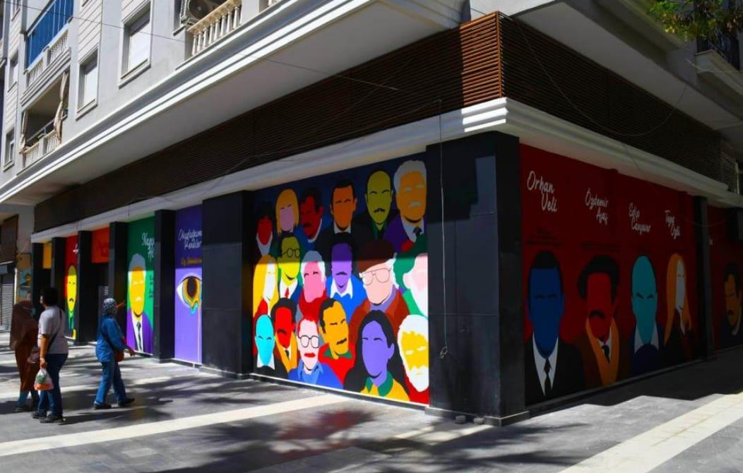 Kuşadası'nın sokaklarında sanat